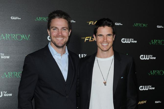 stephen-robbie-amell