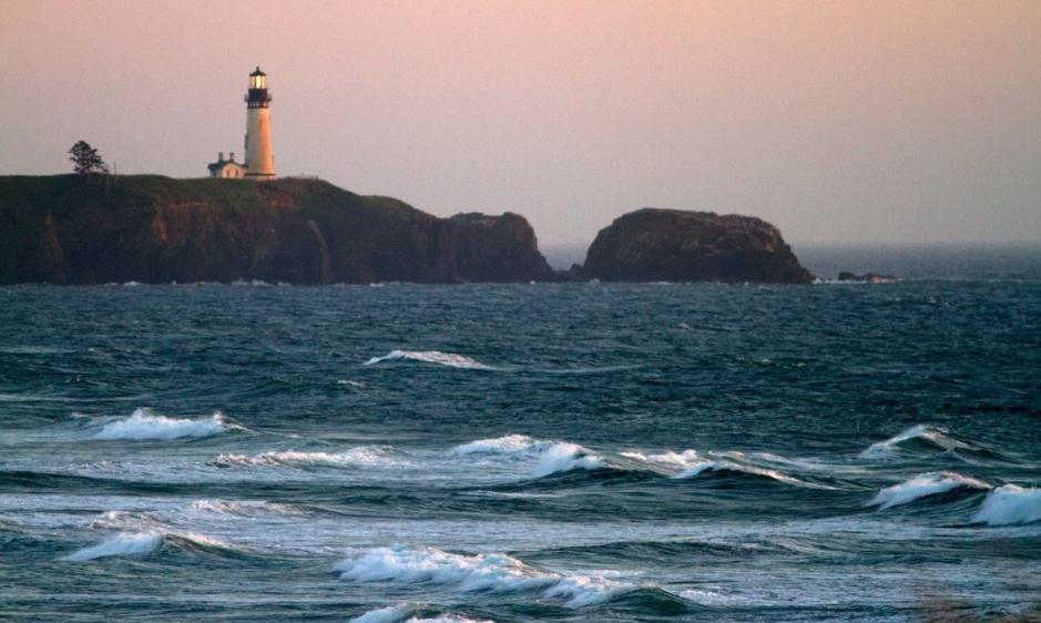 08-Moesko-Island-es-una-localización-en-la-versión-estadounidense-de-The-Ring-que-en-realidad-es-el-Faro-Yaquina-situado-en-Oregón