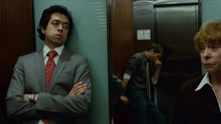 eGV4YWJvMTI=_o_movie-trailers-devil---clip---tony-and-ben-try-to-get-