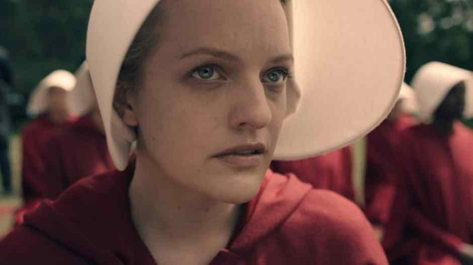 the-handmaids-tale-elisabeth-moss-as-offred-e1481996439437